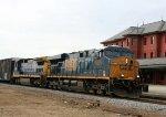 CSX 5275 leads a train northbound
