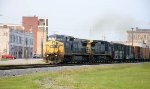 CSX 7686 leads train Q416 northbound