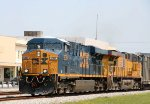CSX 5364 & UP 5430 lead train Q405 southbound