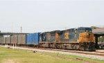 CSX 561 & 4722 lead train Q406-04 northbound
