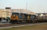 CSX 5358 leads train Q401-05 southbound
