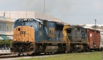 CSX 4726 & 9014 lead train Q439 southbound