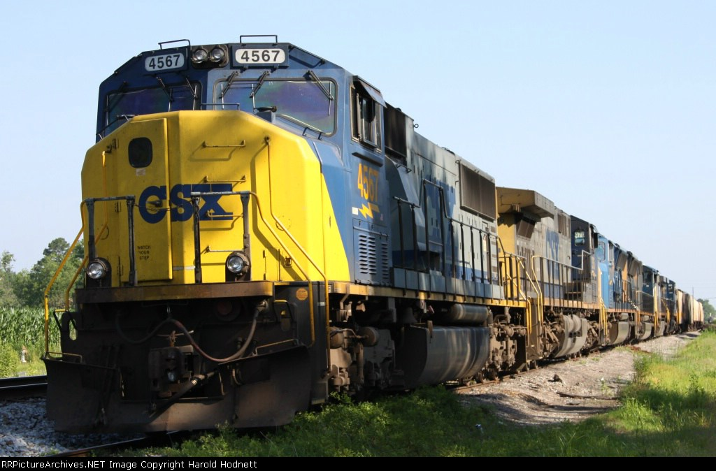 CSX 4567 sits in a siding with 5 other locos