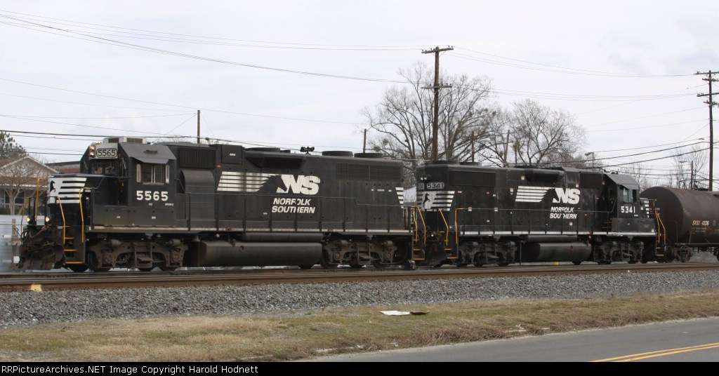 NS 5565 & 5341 shove a cut of cars back into the yard