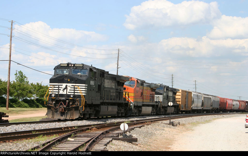 NS 8969 leads two other locos, elephant style, with train 349