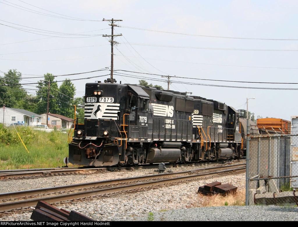 NS 7079 & 4620 work the yard
