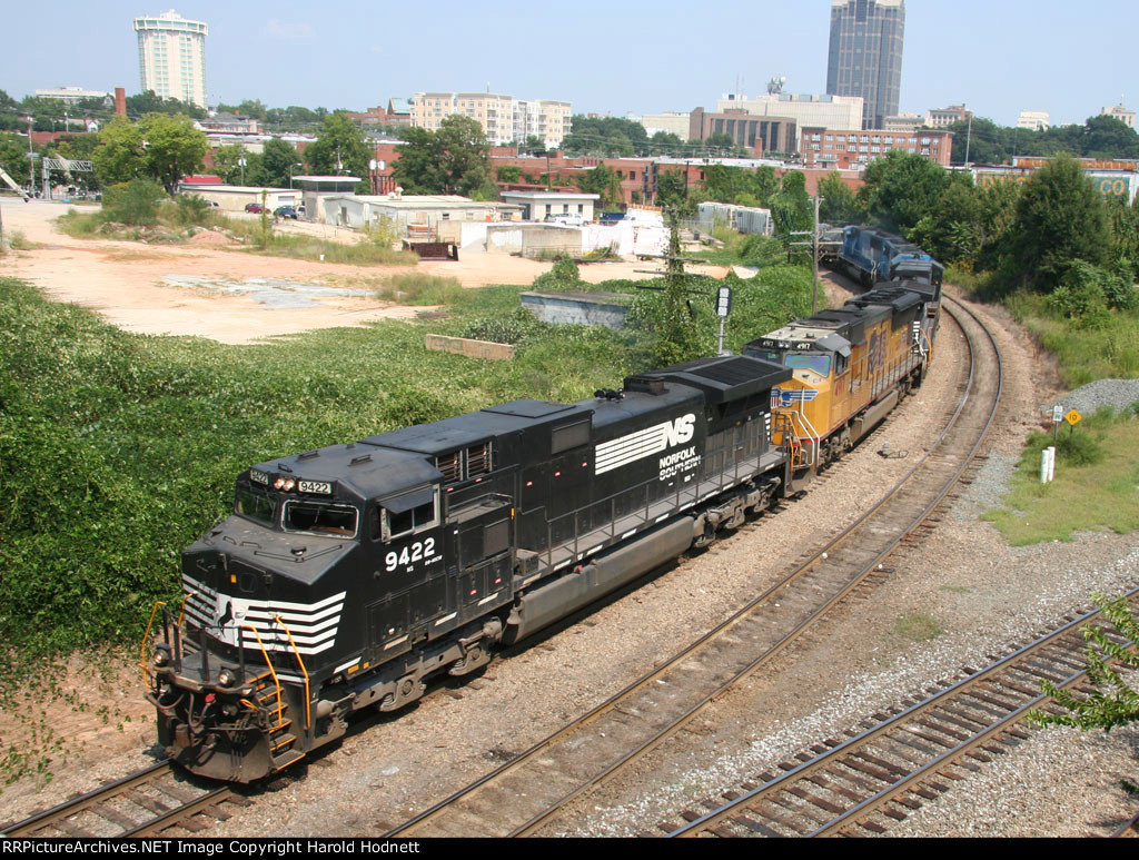 NS 9422 leads train 349 around the curve at Boylan