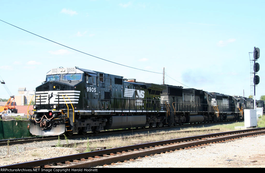 NS 9905 leads train 349 @ Southern Junction