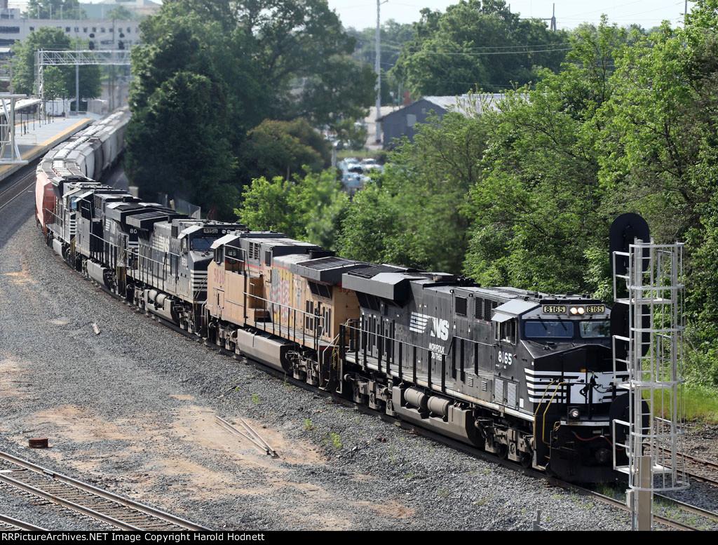 NS 8165 leads train 60U as it taks the clear signal at Boylan