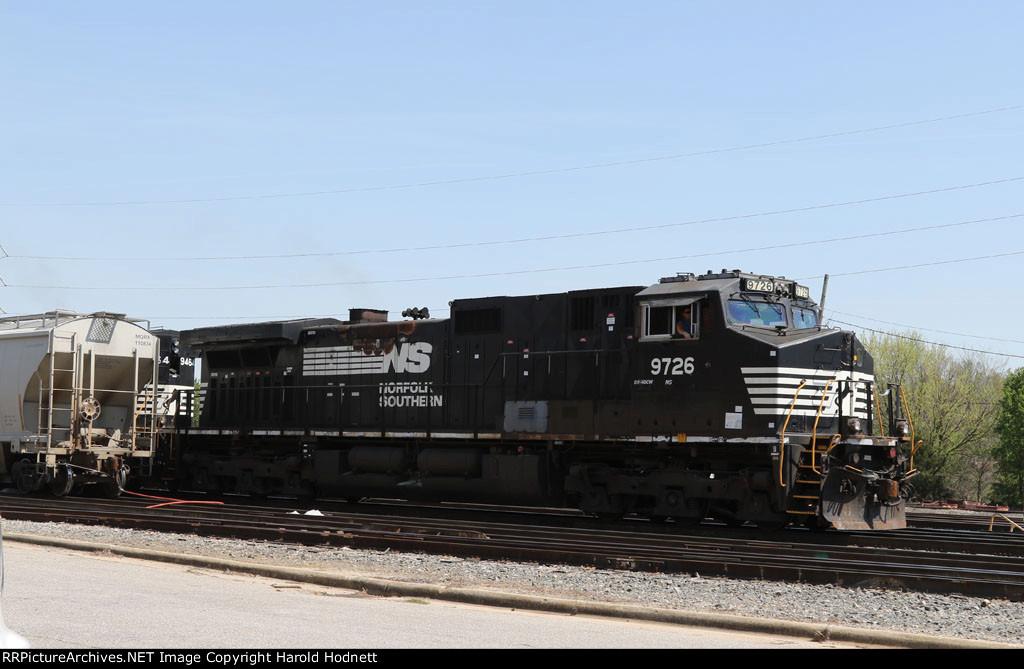 NS 9726 leads train 351 at Glenwood Yard