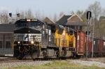 NS 9275 leads train O99 across the diamonds
