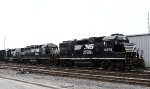 NS 5276, 3102, and 700 work the yard