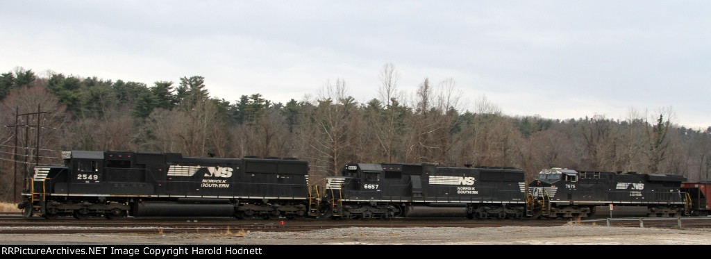 NS 2549 leads train 784 towards the signal at Biltmore