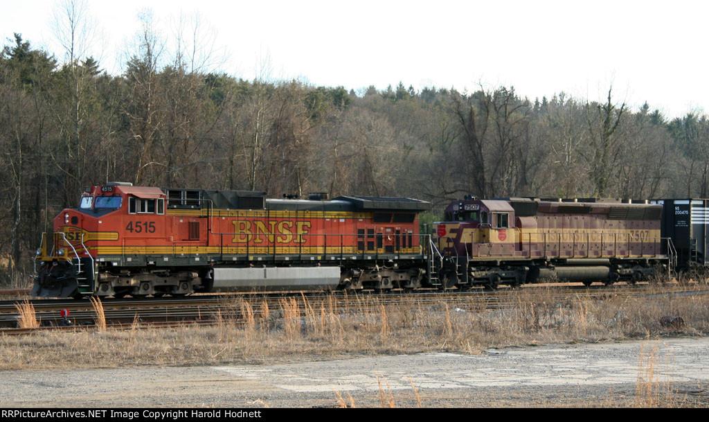 BNSF 4515 & WC 7507 lead a NS train towards Biltmore