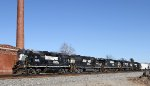 NS 5166 leads four other 4 axle locos on train P61
