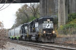 NS 4613 leads train PA01 back to the yard