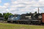 NS 5318 & 1595 head westbound