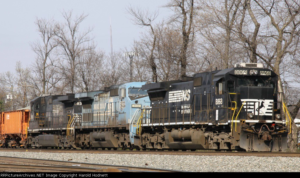 NS 8868 leads two other GE's on train 921