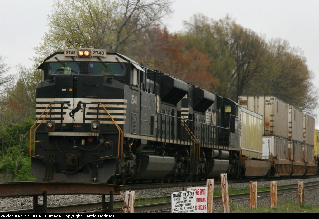 NS 2748 leads 2734 on train 213 on an overcast morning