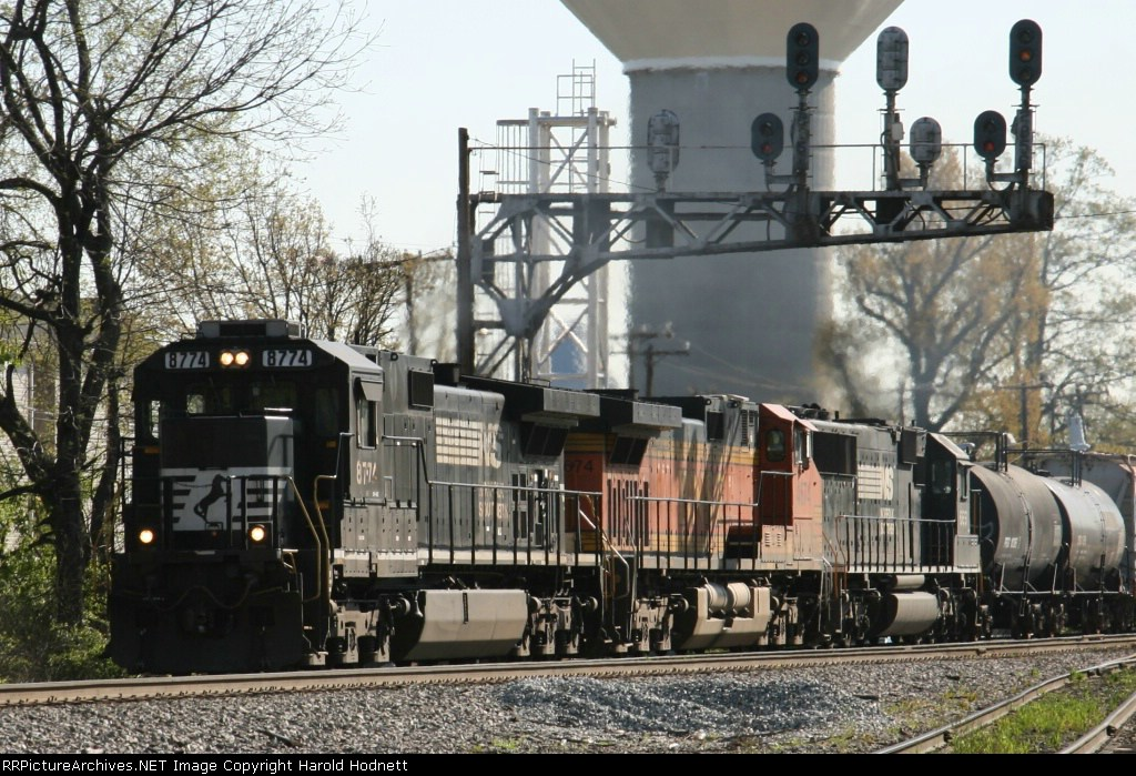 NS 8774 leads train 159 past the signals at Aycock