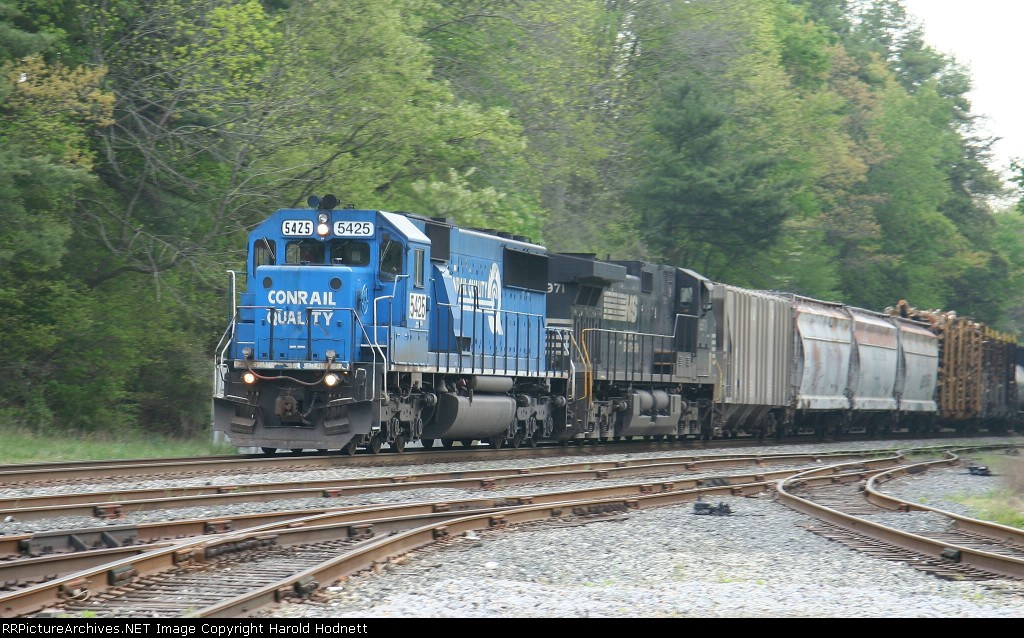 NS 5425 leads train 159 south in a light drizzle