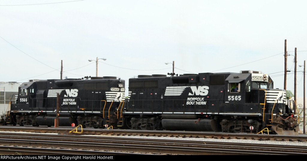 NS 5565 & 5566 are power for train PP05