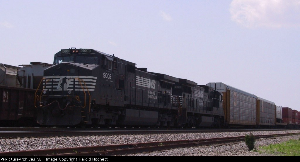 NS 9008 leads train 214 northbound at Pomona Yard