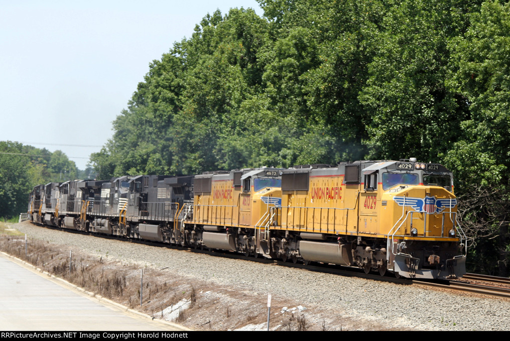 UP 4029 leads NS train 189