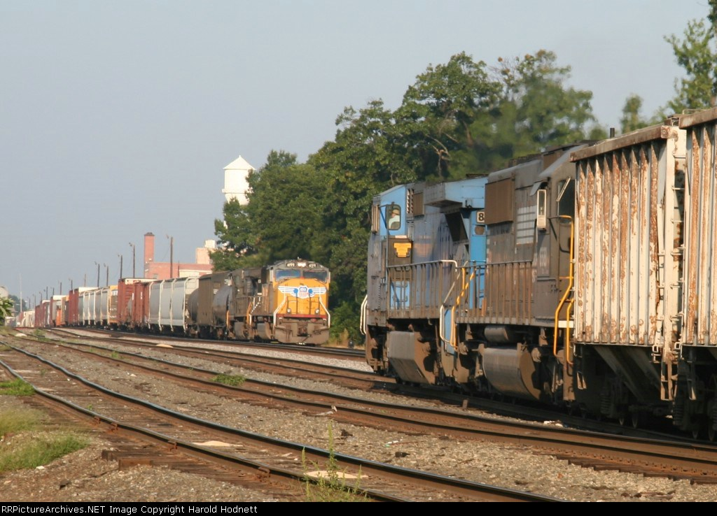 NS 8464 leads train 351 and meets train 158