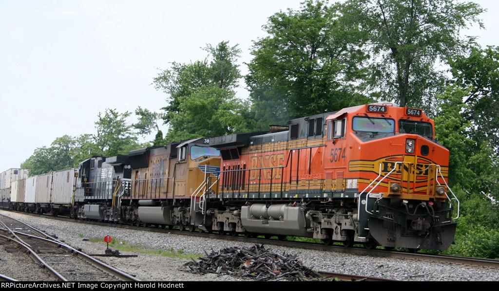 BNSF 5674 leads NS train 212 at Aycock