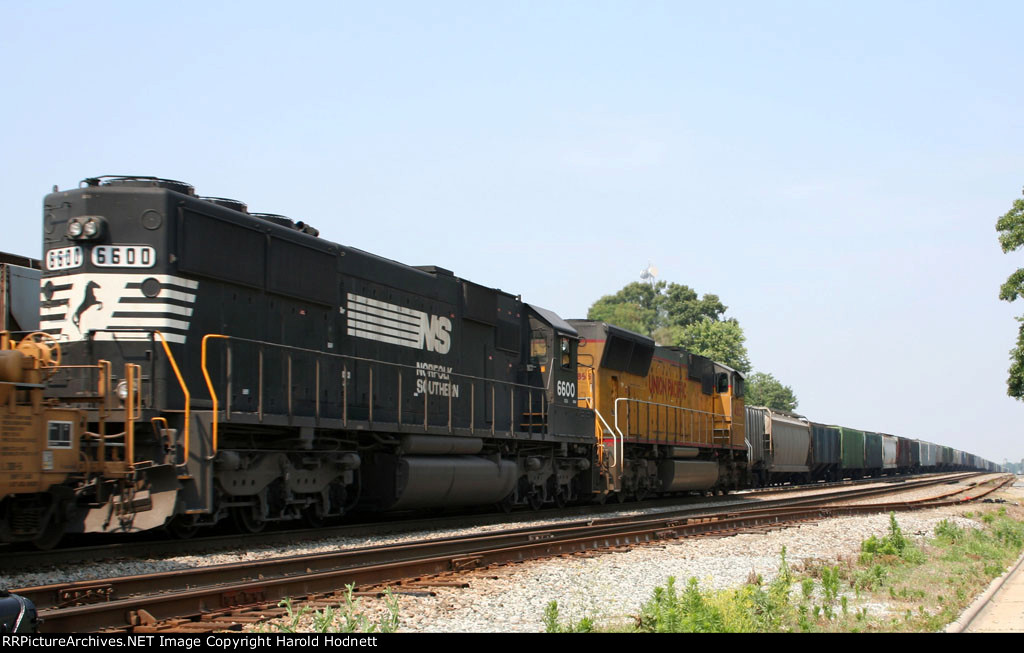 NS 6600 & UP 4865 lead train 213 southbound