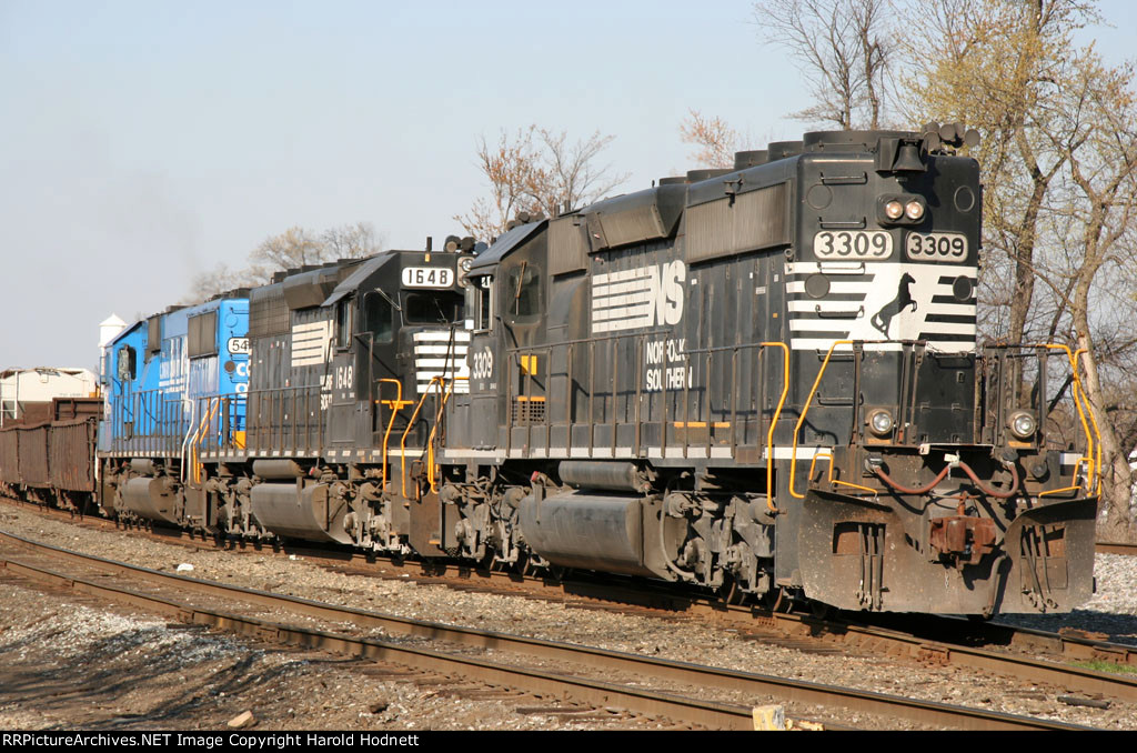 NS 3309 leads a train down the yard lead