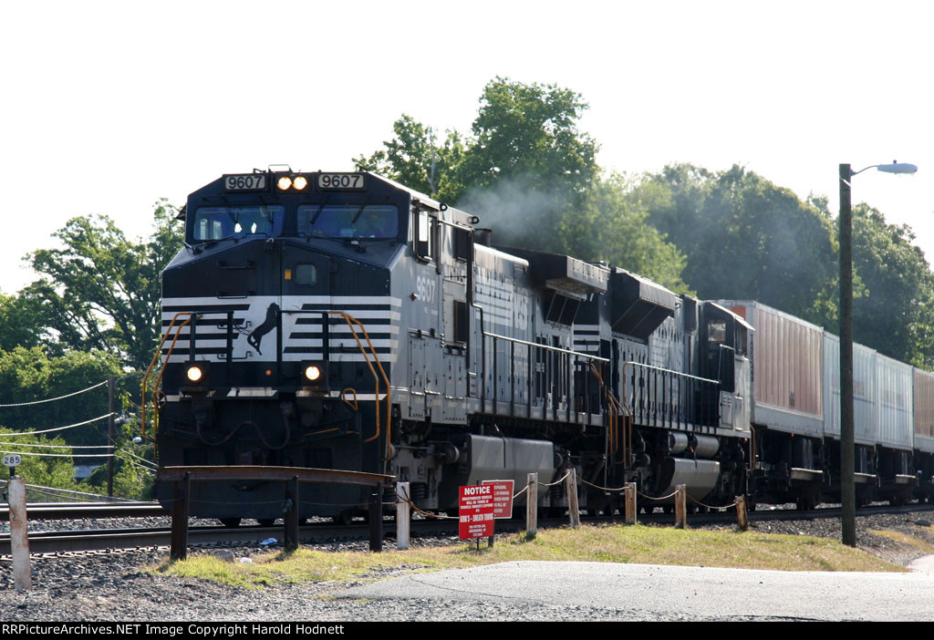 NS 9607 leads train 218 down the yard lead