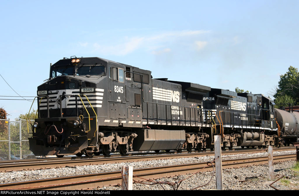 NS 8345 & 8824 lead train 159 southbound