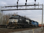 NS 9076 leads a southbound train past the signals at Lee