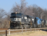 NS 9469 leads a southbound train
