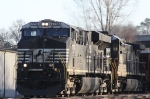 NS 7713 leads train 68W