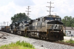 NS 9920 leads train P30 towards Pomona