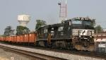 NS 9491 leads train 922