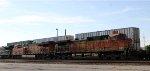 BNSF 4305 & 7263 lead NS train 64D towards Pomona tower