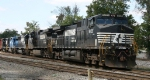 NS 9125 leads train P30 into the yard
