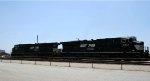 NS 7500 & 7513 bring a train into the yard