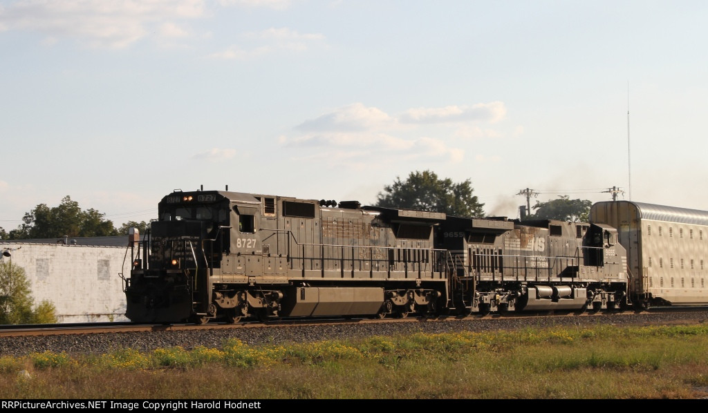 NS 8727 leads train 290 northbound late in the afternoon