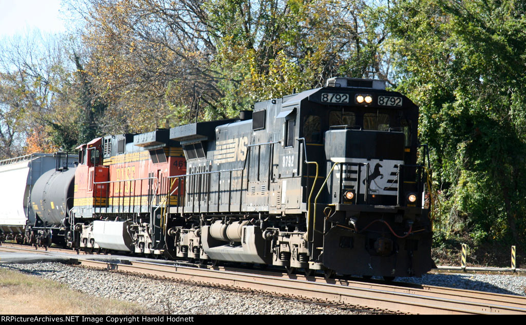 NS 8792 leads a northbound train