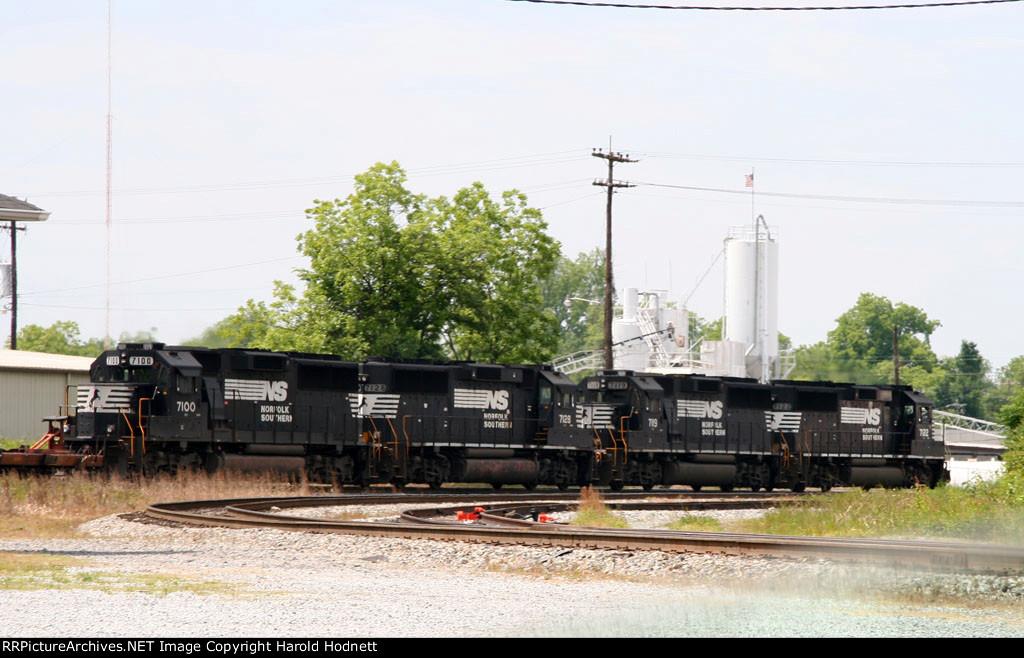 A quartet of GP60's lead train 213 southbound