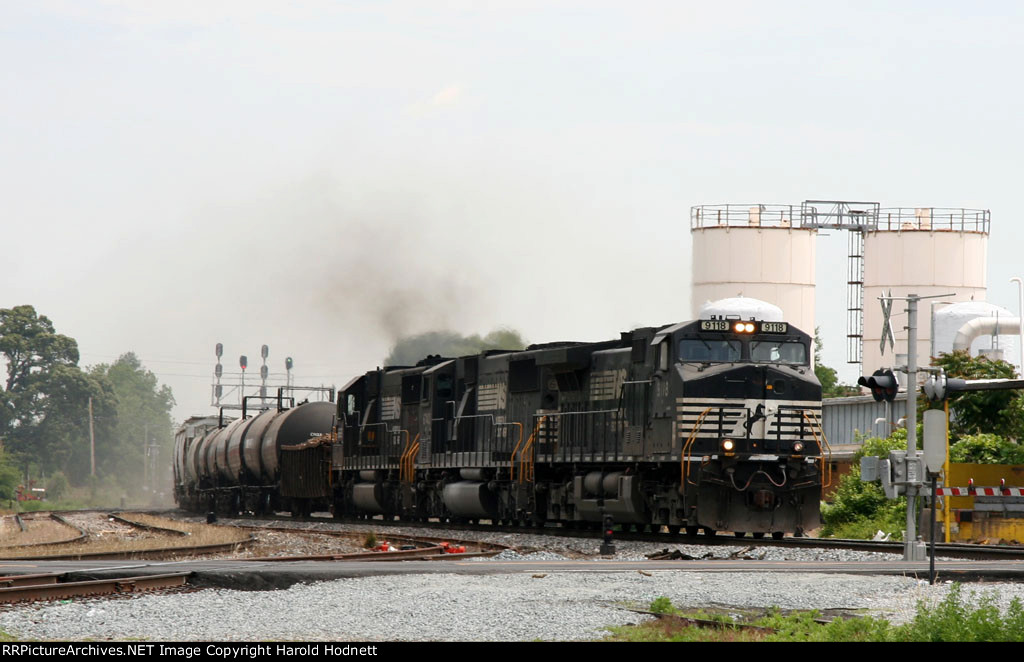 NS 9118 leads a train southbound