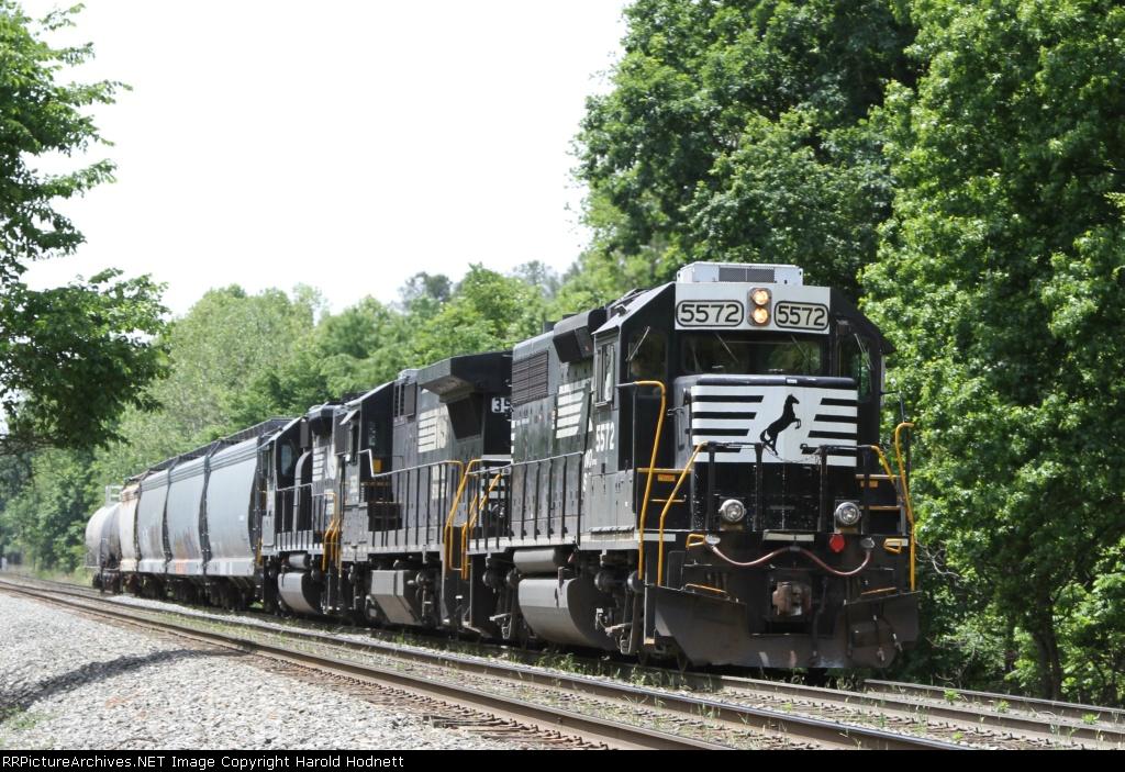 NS 5572 leads train P60 towards Linwood yard