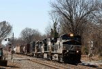 NS 8906 leads train 338 northbound