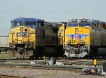 CSX 7700 and UP 7405