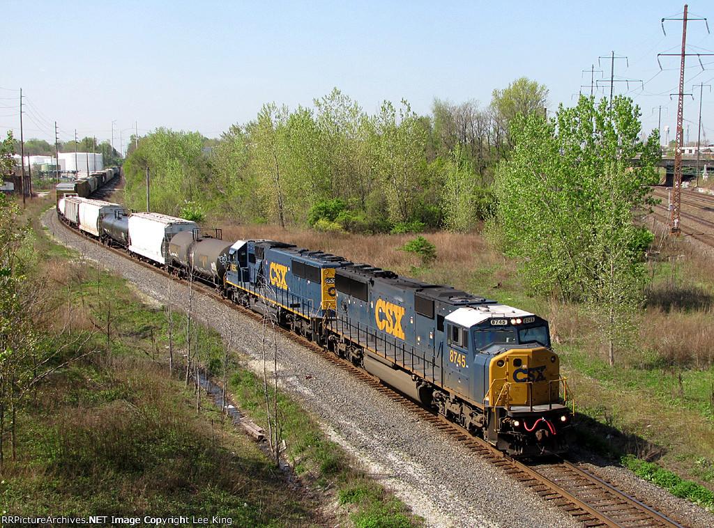 CSX 8745 Q370